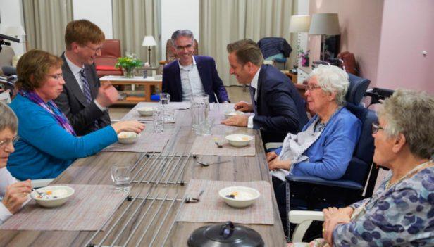 Nederland Amersfoort Hart van Amersfoort minister Hugo de Jonge van Volksgezondheid Welzijn en Sport op werkbezoek 29-1-2018 foto Jaco Klamer